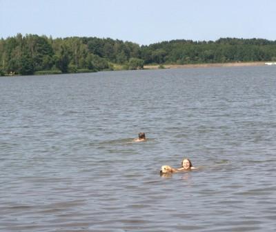 Ему совершенно не важно, зовут ли его на помощь или нет. Он готов плавать и спасать!