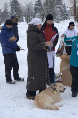 Ольгу и ее собаку Золотой Охотник Бакс Банни