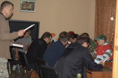 Инструктаж по испытаниям проводит эксперт, автор многочисленных публикаций по подготовке ретриверов и легавых к охотничьим состязаниям Алик Расыхович Фаткуллин и Александр Жилко.