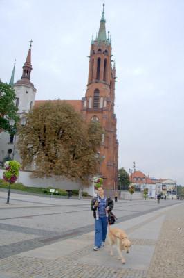 белая Старая Фара - построенная в 1617-26 гг. по добраницкой еще фундации Петра Веселовского. Считает, что это самый старый сохранившийся храм в городе.