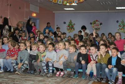 Наше представление собрало в музыкальном зале детского садика не мало зрителей.